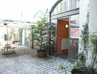 entrance and yard [helter skelter hostel berlin]